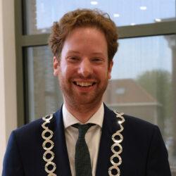 burgemeester Floor Vermeulen staande foto